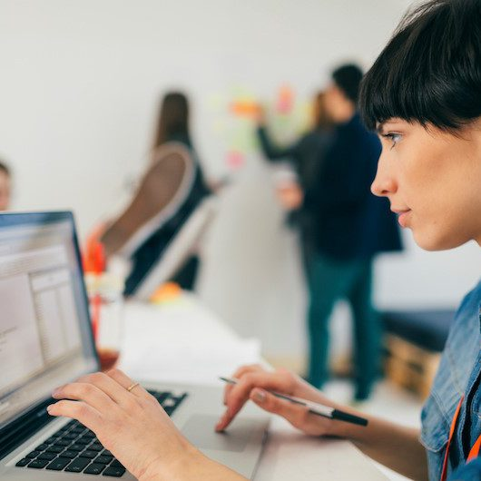 برنامه نویسی backend چیست؟
