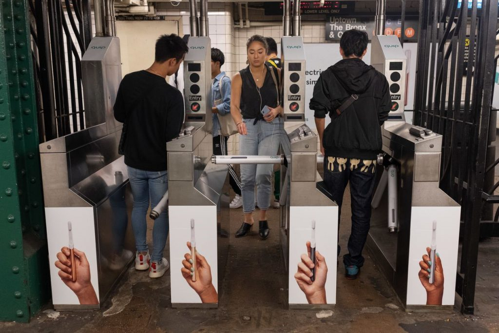 راحت بین | تبلیغات در مترو به چه شکلی است